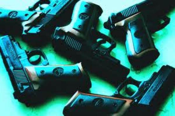 Napoli/ Sequestrati mitra e fucili a canne mozze in un garage. Un deposito deiclan?