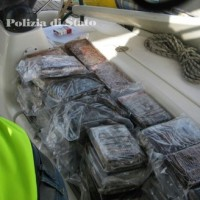 Napoli/Droga: ingente sequestro di cocaina proveniente dal Sud America per un valore di oltre 100 milioni di euro. In manette tre napoletani
