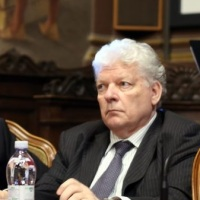 """""""Grave il trasferimento immediato di Lupacchini"""""""